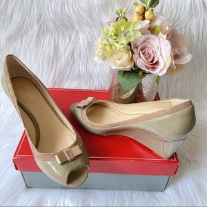 🆕 Coach Wedge Heel Pumps Patent Leather Bow US 8